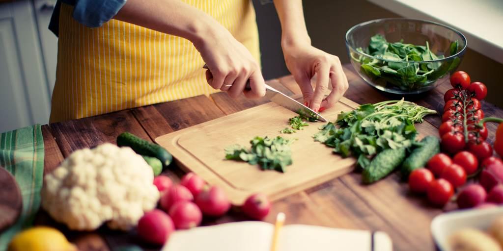 Những loại rau củ sẽ vô tình làm hại gia đình bạn nếu không nấu chín